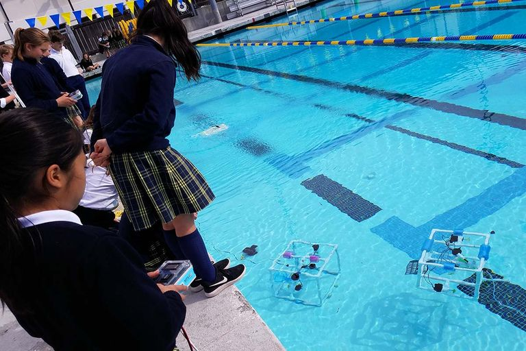 6th-graders put underwater robots to the test