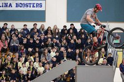 Mountain biker wows students at Sea Otter Classic demo