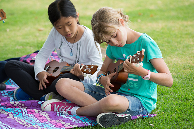 Summer at Santa Catalina campers playing the ukulele